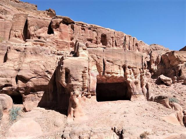lungo il sentiero che porta al monastero