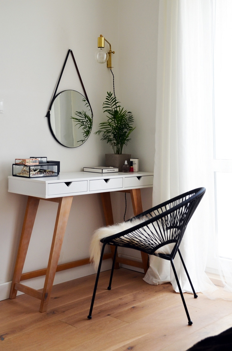 chic idea to pul off a cool makeup nook