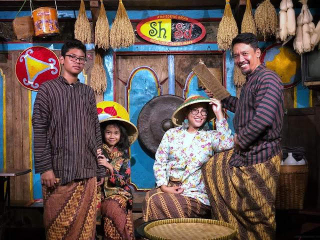 Free Vintage Family picture at Sambel Hejo Sambel Dadak Restaurant