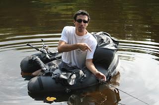 Guillaume, guide de pêche en float-tube dans le Cantal