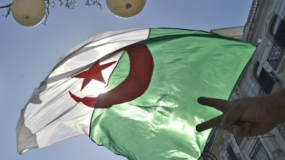 وضع وزير السياحة الجزائري في السجن