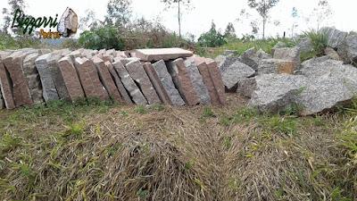 Pedra para escada de pedra tipo folheta de granito com tamanho 50x50 cm e espessura entre 5 a 13 cm sendo a pedra de granito podendo ser usada nos dois lados, tanto o lado serrado com o lado da pedra com corte manual.