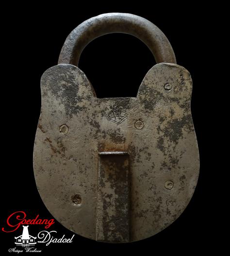 gembok antik