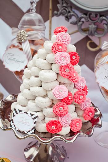 meaning behind feeding wedding cake how to throw the brunch wedding a on a budget 17236