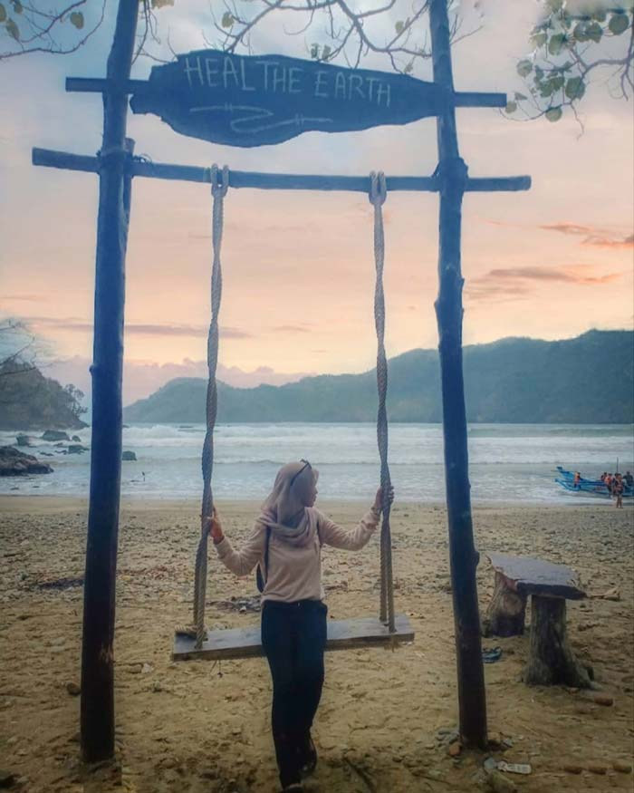 Fasilitas Wisata di Pantai Lenggoksono