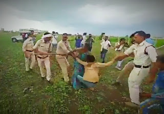 Police showers sticks on Dalit couple