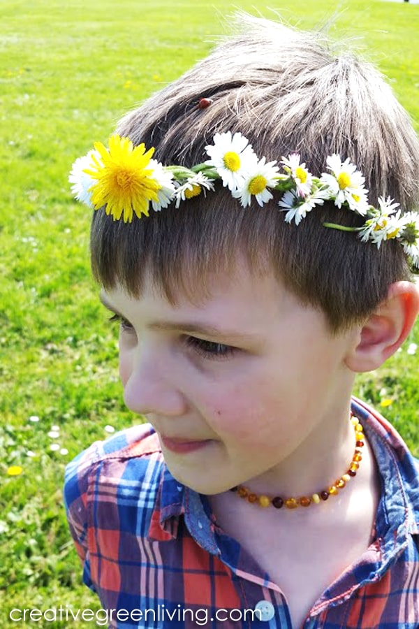 How to make a flower crown with dandelions and daisies. This easy flower crown tutorial is a good intro to weaving and tieing knots for boys. Boys can wear fun flower and leaf crowns, too. #flowercrown #flowercrownforboys