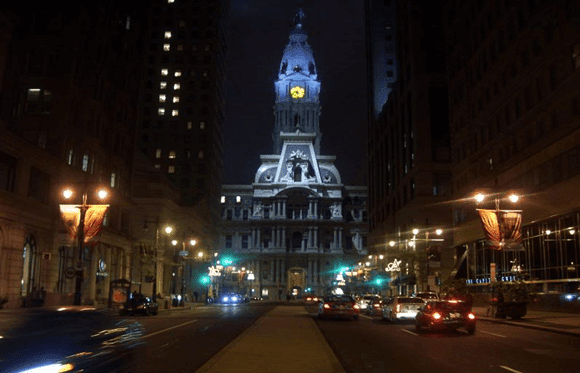 Philadelphia-City-Hall-estranho