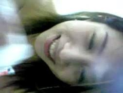 คลิปหลุดสาวบ้านอมให้แฟนหนุ่มตอนดูบอล ดูดกินน้ำเงี่ยนก็ผัวรักนอนเสียวตัวเกร็งจนหมดแรง