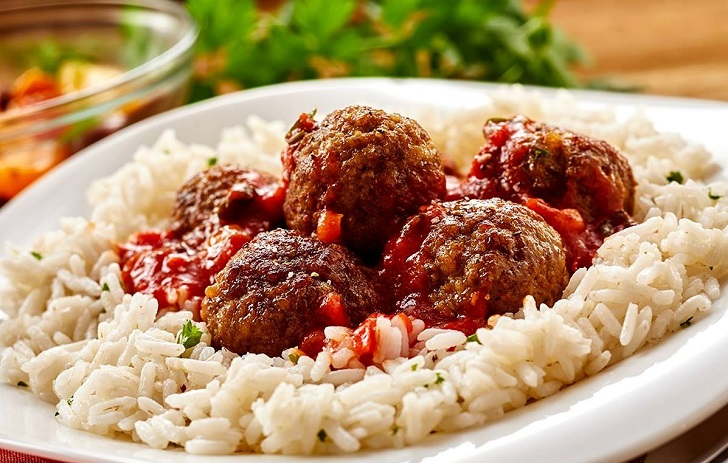 Rice and meatballs dish