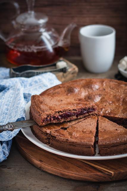 Gâteau basque au chocolat et cerises