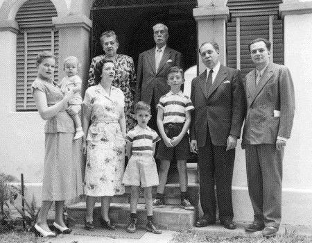 Foto de Arturo Uslar Pietri con su Familia