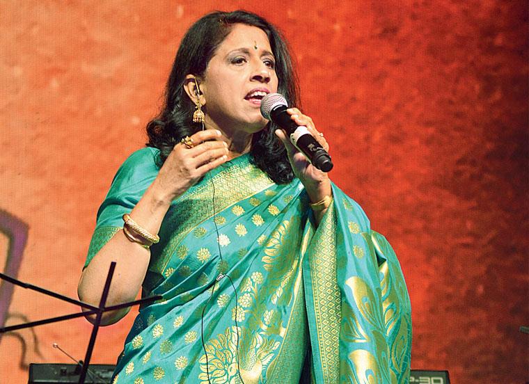 कविता कृष्णमूर्ति भारतीय सिनेमा की एक महत्वपूर्ण पार्श्वगायिका है। कविता जब आठ साल की थीं तो उन्होंने एक गायन प्रतियोगिता में प्रथम पुरस्कार जीता। तभी से वह बड़ी होकर एक मशहूर गायिका बनने का सपना देखने लगी थीं। 2005 को उन्हें पद्मश्री से पुरस्कृत किया गया।