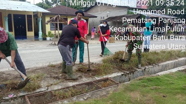 Peduli Kebersihan Lingkungan, Personel Jajaran Kodim 0208/Asahan Ajak Warga Laksanakan Gotong-royong