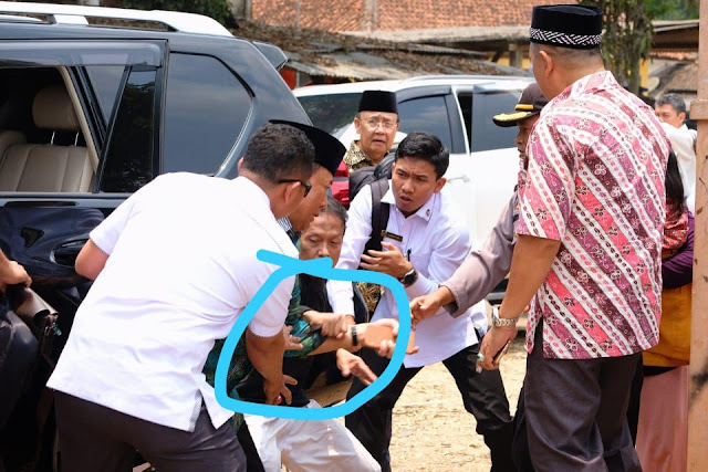 Video Detik-Detik Menkopolhukam Wiranto di Tusuk di Pandeglang, Banten