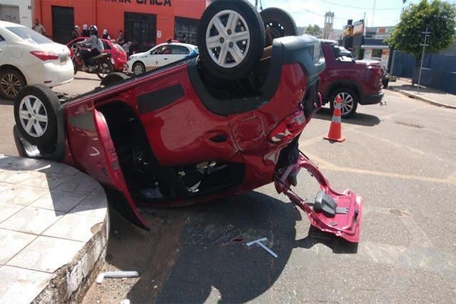 Porto Velho: acidente com capotamento no cruzamento da Avenida Campos Sales com Duque de Caxias
