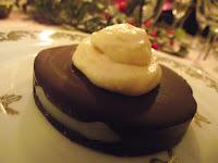Photo Gâteau glacé au chocolat cru et son coeur caramel végan, sans gluten, sans lactose, sans sucre de canne