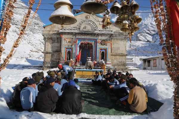 मुख्यमंत्री ने माना, केदारनाथ मंदिर के पास मिले 31 नर कंकाल