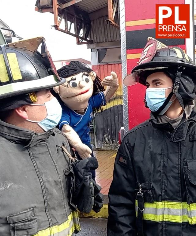 Jardín Infantil Capullito de Osorno rindió un novedoso homenaje a bomberos