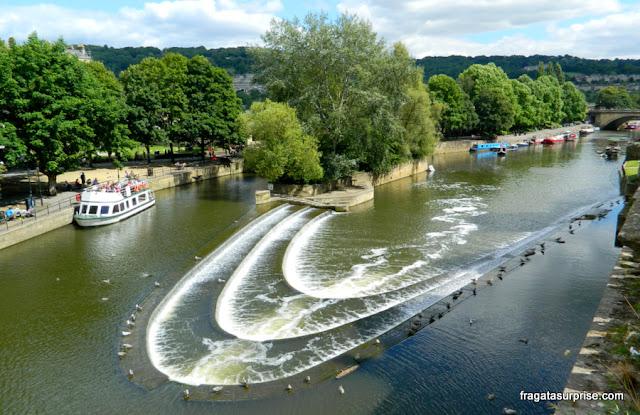 Passeio de barco pelo Rio Avon, em Bath, Inglaterra