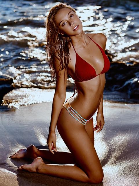 Hot girls Alexis Ren sexy bikini queen model 2