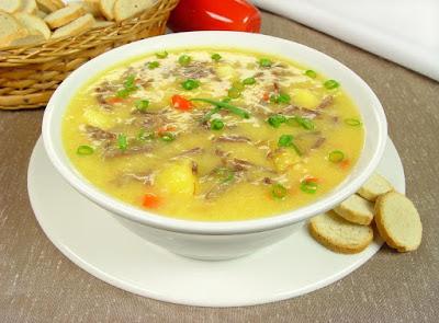 Sopa de mandioca com carne seca