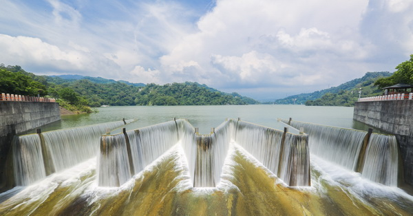 苗栗卓蘭|鯉魚潭水庫|全台首座鋸齒狀自然溢流堰|溢洪氣勢磅礡|免費參觀