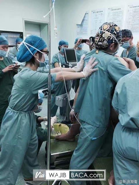 Astaga!, Dibutuhkan 16 Dokter Untuk Bantu Wanita Ini Melahirkan Karena Wanita Ini Memiliki...