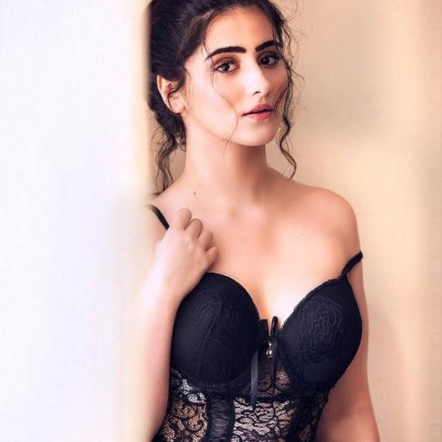 Diana Khan 4