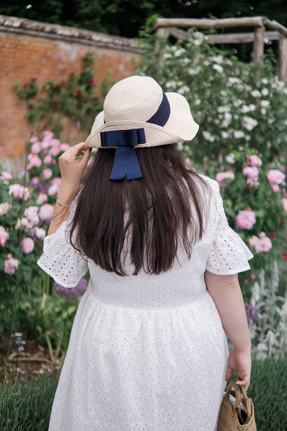 broderie-dress-ootd-Mottisfont-rose-garden-Barely-There-Beauty-blog