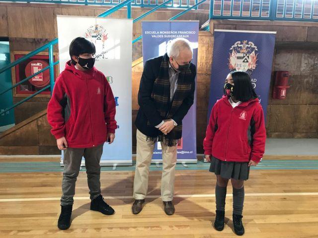 Alcalde Bertín y alumnos