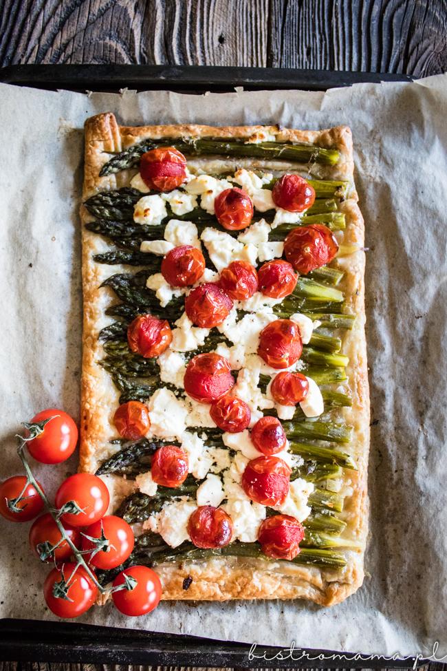Tarta na cieście francuskim ze szparagami