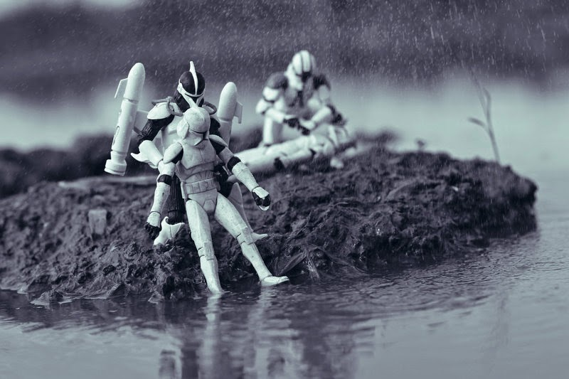 Clonetroopers Rescue Star Wars Stormtroopers