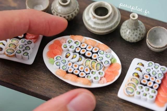 model miniature sushi dalam pinggan