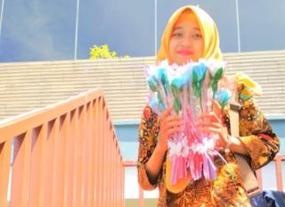 Bisnis Paper Flower Cilacap, Perempuan Muda Ini Raup Jutaan Rupiah