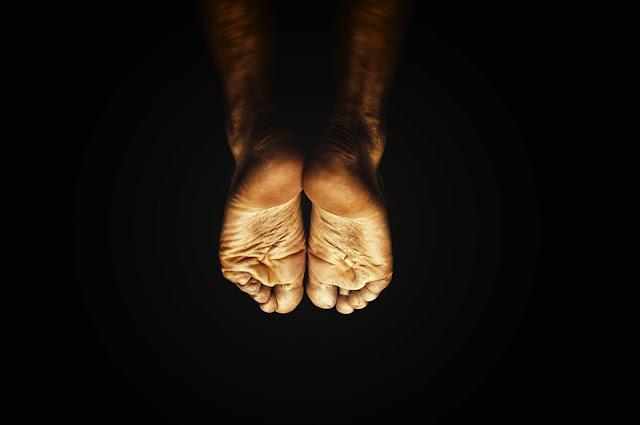 kurumuş ayaklar ve topuklar için kadınlara özel doğal çözüm