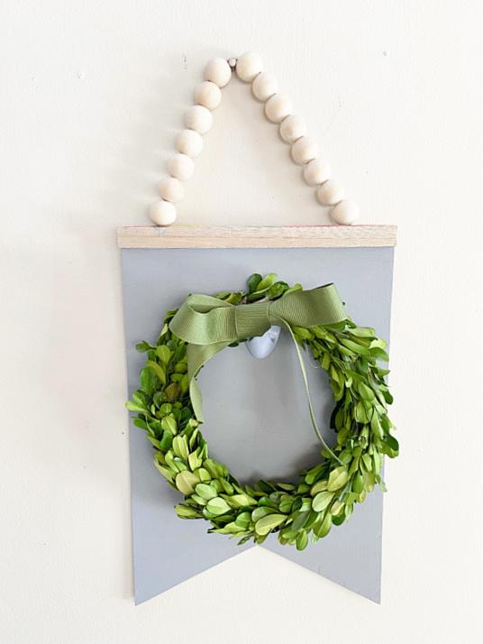 boxwood wreath hanger