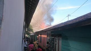 2 Rumah Terbakar, Warga Berlarian Selamatkan Diri