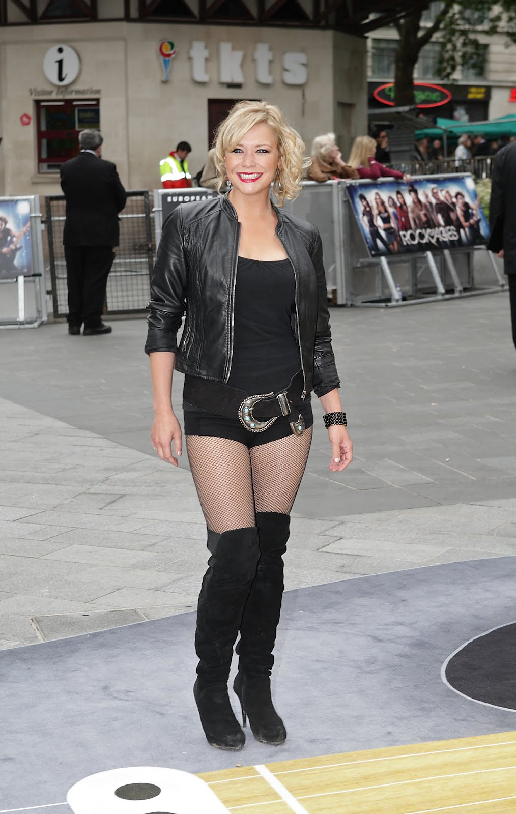 d48a3766549 THE APPRECIATION OF BOOTED NEWS WOMEN BLOG   Actress Suzanne Shaw ...