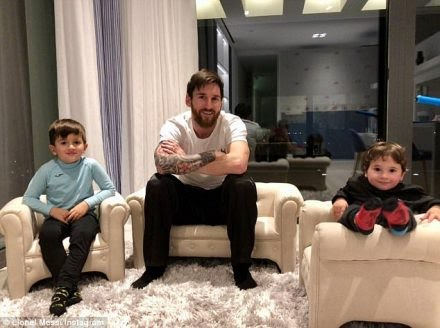 Lionel-messi-house-inside-Leo-Messi-pose-for-a-good-picture-alongside-his-two  -sons