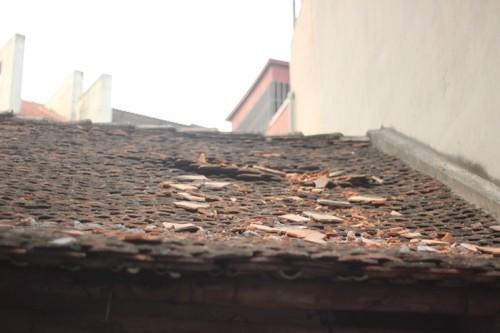 Rơi vật liệu từ công trình đang xây dựng 89 Phùng Hưng