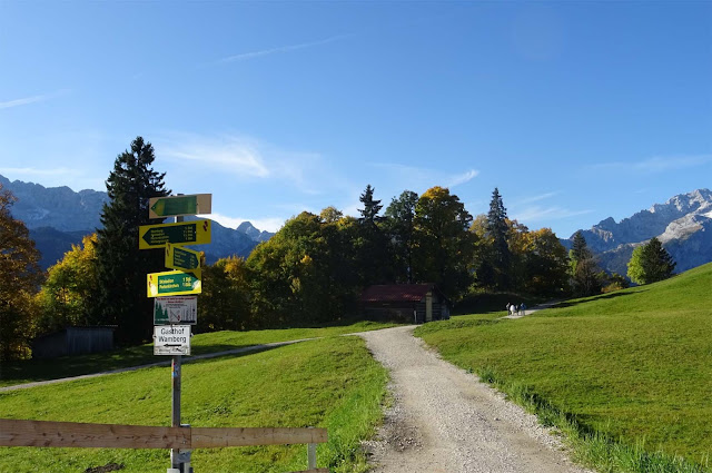 Beschilderung an der Bergstation der Eckbauer Alm