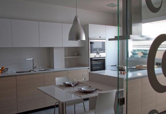 Arte y arquitectura cocinas con isla y mesa adosada - Cocinas con peninsula y mesa ...