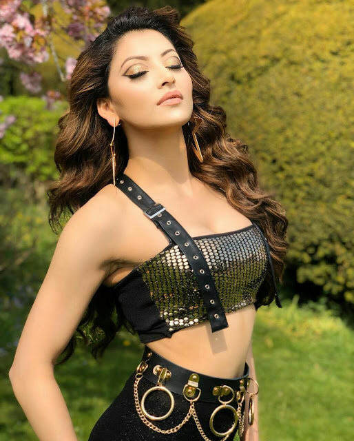 Urvashi Rautela Hot HD Wallpaper Download