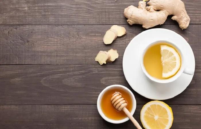 1. Água morna com limão e gengibre