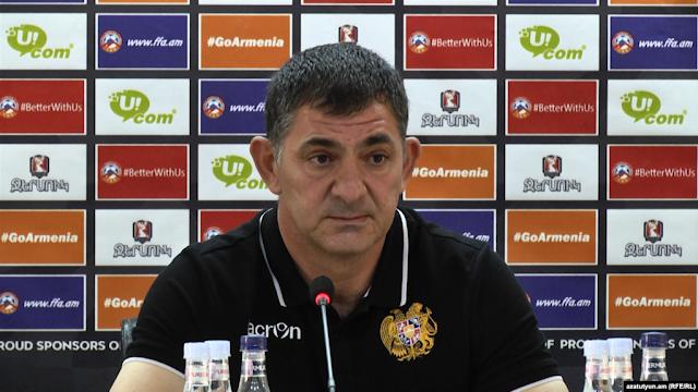 Renuncia entrenador del equipo de fútbol nacional armenio