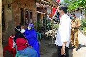 Presiden Jokowi Pantau Vaksinasi Door to Door di Kampung Nelayan Cilacap Selatan