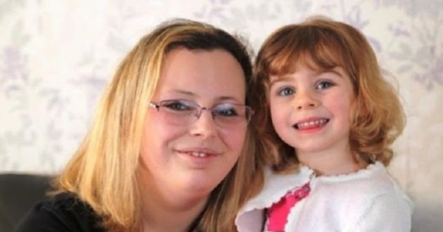 Женщина вела автомобиль, когда случился приступ. Её 9-летняя дочь не растерялась и пошла искать помощь