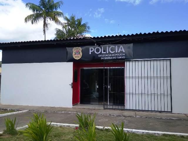 Polícia Civil prende homem em flagrante após ter furtado fios e cabos de estádio municipal em Barra do Turvo