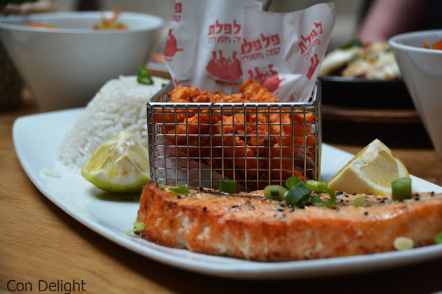 מנת סלמון בקפה פלפלת פנורמה Salmon dish in pilpelet cafe panorama